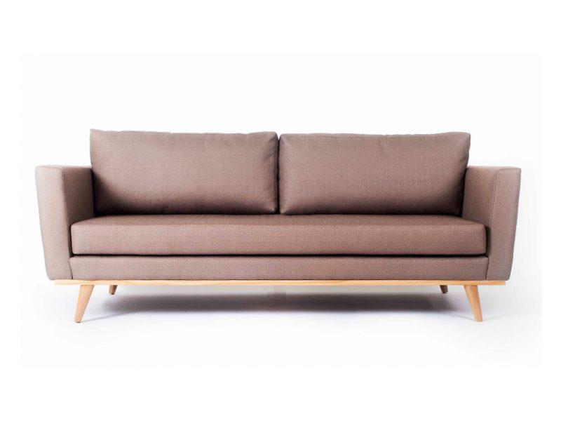 ספה חומה עם בסיס עץ