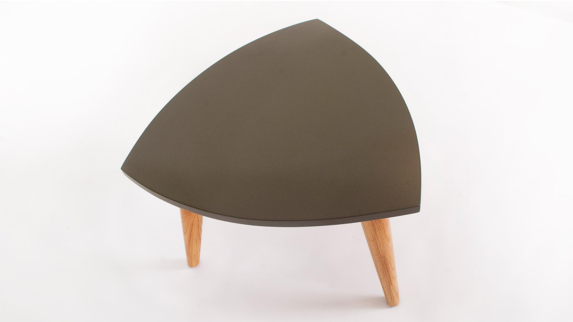 ורגלי אלון מלאשולחן המשלב פלטה באפוקסי